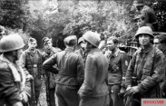 Paratroopers of the Fallschirm-Jäger-Regiment 6 at the invasion front, June 21, 1944.