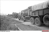 Italien, motorisierte Truppen in Fahrt