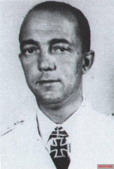 Kapitänleutnant Heinrich Schonder.