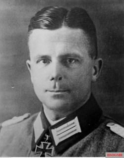Heinrich Eberbach as Oberstleutnant.