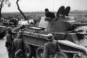 Tanchiști sovietici și infanteriști germani