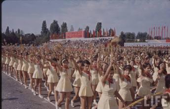 Pionierele la defilare în Bucureşti de 23 august 1964