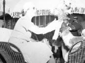 Elena Lupescu primeste flori in Bermuda, 1941