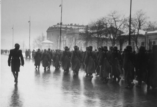 Solda'ii români se întorc de la instrucţie