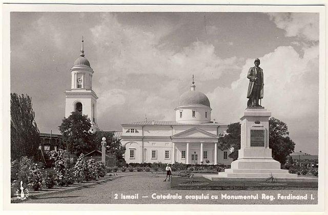 Ismail - Catedrala orasului cu Monumentul Regelui Ferdinand I