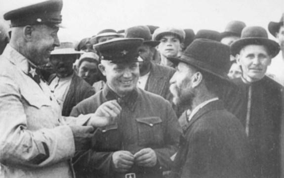 1940 Comisarul Hruşciov în Basarabia cu mareşalul Timoşenko