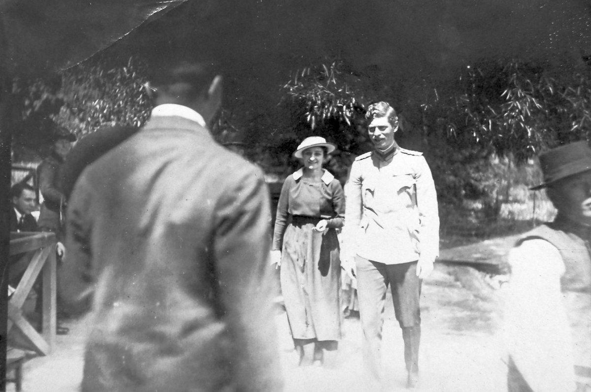Carol al II-lea și Ioana (Zizi) Lambrino în vara anului 1918. Sursa foto: Arhivele Naționale ale României, Colecția Documente Fotografice, I 334