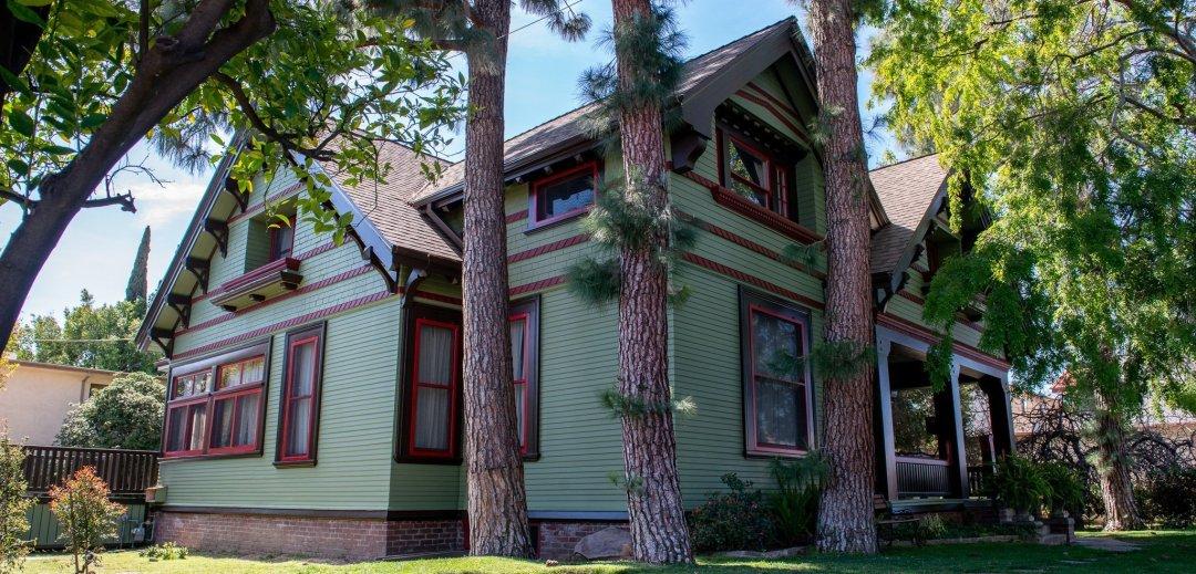 The Historic Harris House c. 1902