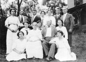 The Rogers Family in Herndon, Edith standing on the left. Photo courtesy, Susan Rogers MacAuley