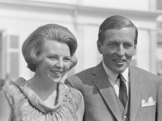 Prinses Beatrix en Claus von Amsberg in de tuin van Paleis Soestdijk. Bron: cc/Nationaal archief