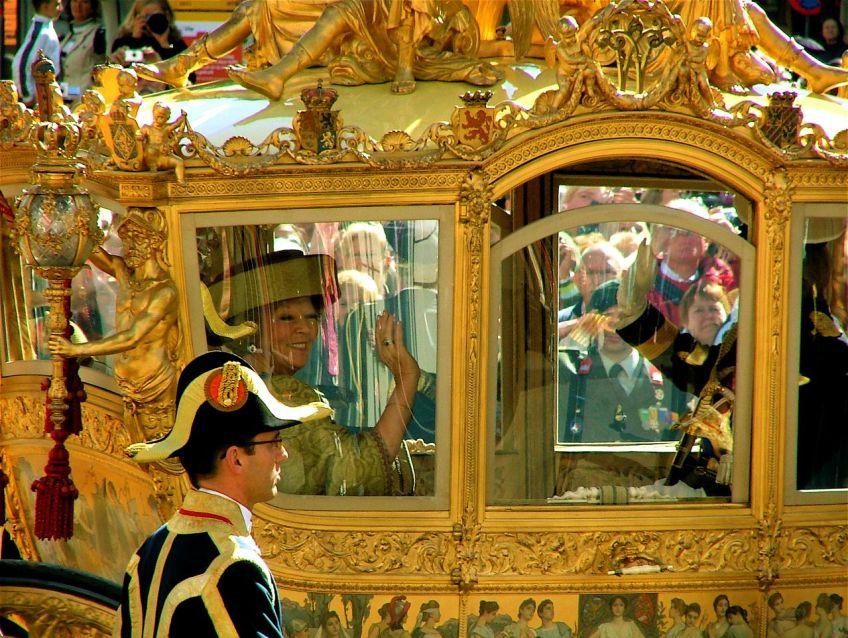 Koningin Beatrix tijdens Prinsjesdag in de Gouden Koets (cc - Roel)