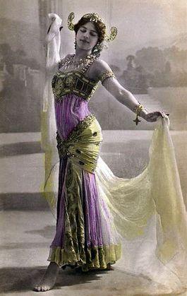 Mata Hari op een Franse kaart uit 1906