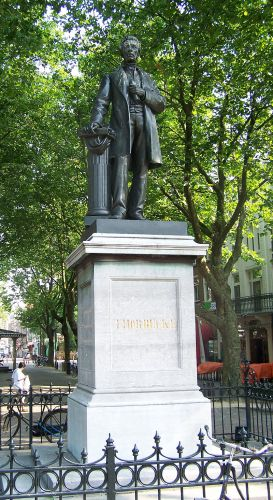 Monument van Thorbecke op het Thorbeckeplein in Amsterdam