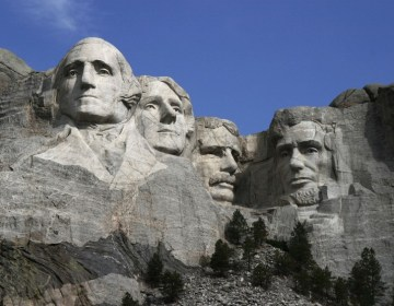De vier sculpturen van Mount Rushmore: Washington, Jefferson, Roosevelt en Lincoln