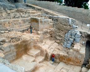 Foto van de ontgraven muur (Foto: IAA)