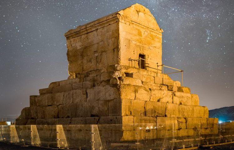 Graftombe van Cyrus de Grote in Pasargadae - cc