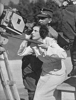 Leni Riefenstahl achter de camera in Neurenberg (1934)