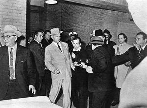 Jack Ruby schiet Lee Harvey Oswald neer