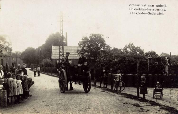 De grens tussen Dinxperlo en het aangrenzende Duitse dorp Suderwick in de jaren vóór de oorlog (Foto: Grenslandmuseum in Dinxperlo)