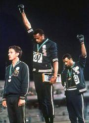Tommie Smith en John Carlos tijdens de Spelen van 1968