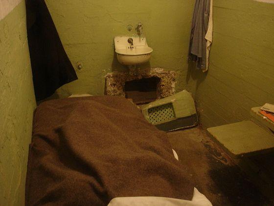 Losgemaakt rooster in een cel op Alcatraz