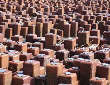 Monument van de 102.000 stenen in Westerbork