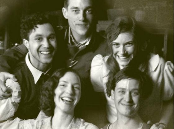 De vijf hoofpersonen in 'Unsere Mütter, Unsere Väter' in de zomer van 1941