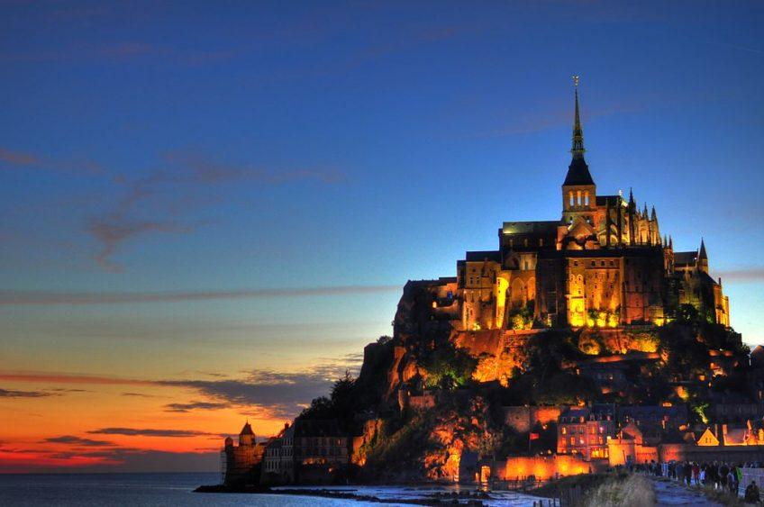 Mont-Saint-Michel bij zonsondergang - cc