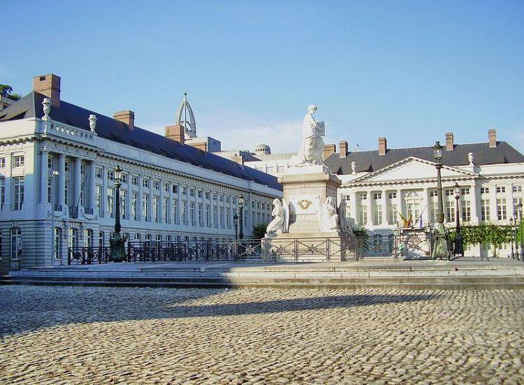 Martelarenplein in Brussel met in het midden het Martelarenmonument – Foto: CC