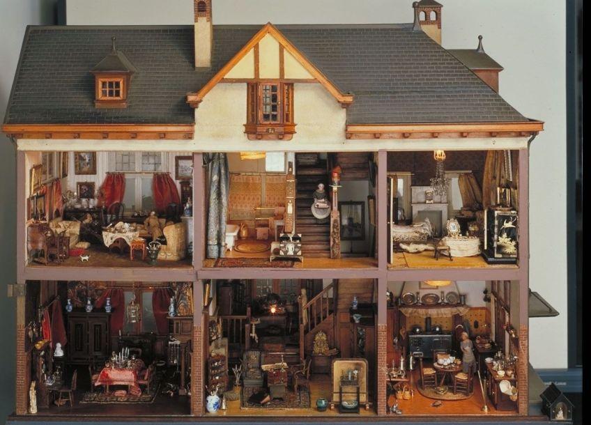 Het grote poppenhuis, gemaakt in 1910 – foto door Tom Haartsen, Ouderkerk aan de Amstel (Collectie Haags Historisch Museum)