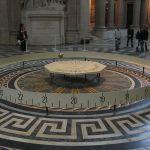 Pendule van Foucault in het Panthéon in Parijs