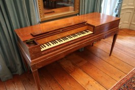 De verlengde piano uit ca. 1789 – Foto: Museum Geelvinck