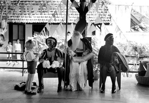 Sinterklaas op de Montessorischool in Malang, Java, 1935 - Foto: Wiki / Tropenmuseum