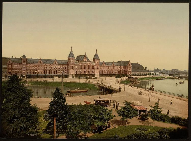 Station van Amsterdam rond 1890 (Library of Congress)