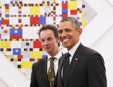 De Amerikaanse President Obama en Benno Tempel, directeur van het Gemeentemuseum Den Haag