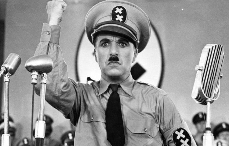 Charlie Chaplin als 'Adenoid Hynkel'