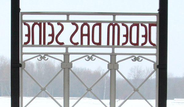 De deur van concentratiekamp Buchenwald is gerestaureerd (buchenwald.de)