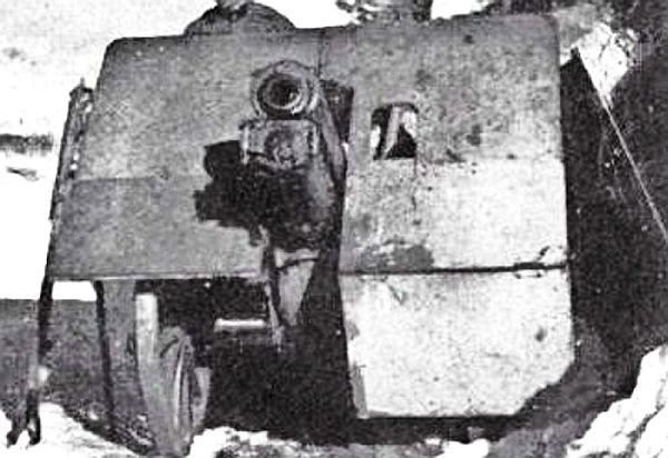 7,5 cm berghouwitser Skoda GebK.15 van het Duitse 22e LL (Luftlande) Artillerie Regiment. Gewicht: 630 kilo. Munitie: brisantgranaten (HE) van 6,3 kilo. Vo: 386 m/sec. Bereik: 6700-8250 meter afhankelijk van de (gescheiden) aandrijflading (foto van- en meer over de artillerie van de para's en luchtlandingseenheden bij zuidfront-holland1940)