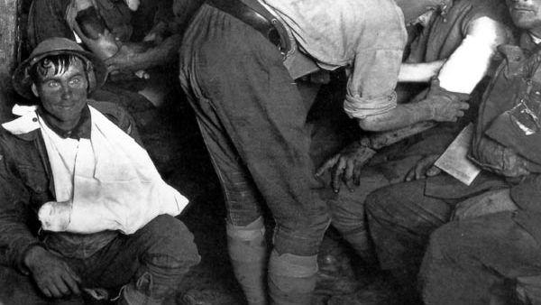 De starende soldaat is typisch voor shellshock - Omgeving Ieper, 1917
