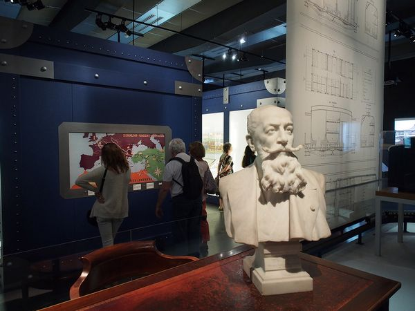 Expositieruimte met borstbeeld van Georges Nagelmackers - Arjan den Boer