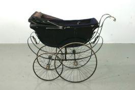 Ouderwetse kinderwagen - cc