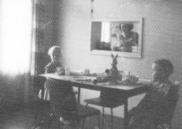 Paasontbijt bij het doorgeefluki, ca. 1963 (Collectie MOS)