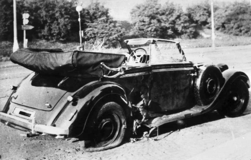 De Mercedes-Benz van Heydrich kort na de aanslag. (Bundesarchiv)