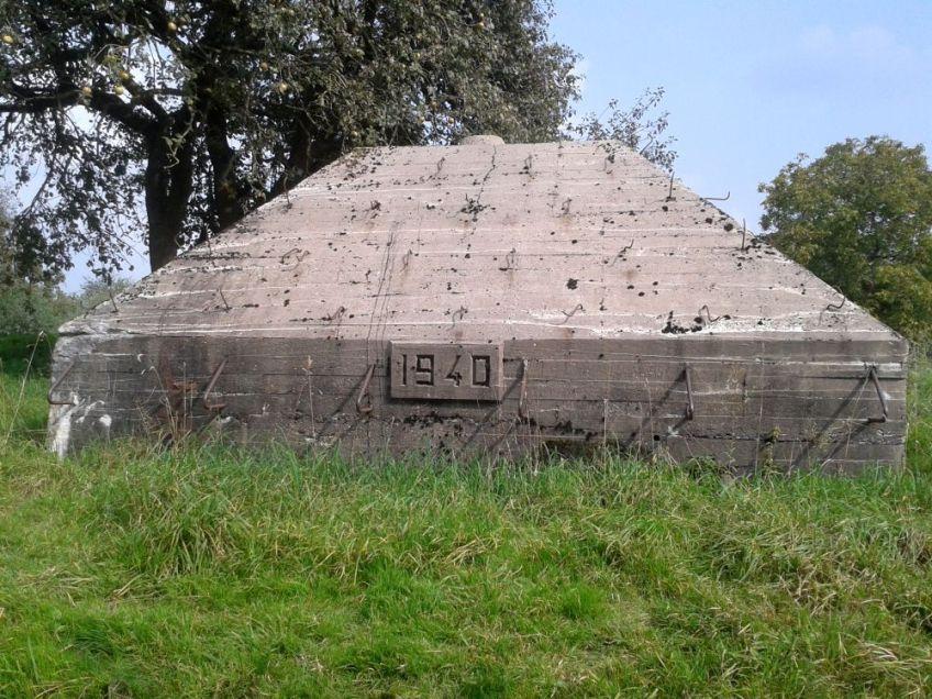 Eén van de overbekende 'piramidebunkers', die hier voor tijdens de mobilisatie van 1939-1940 zijn neergezet. (Kevin Prenger)