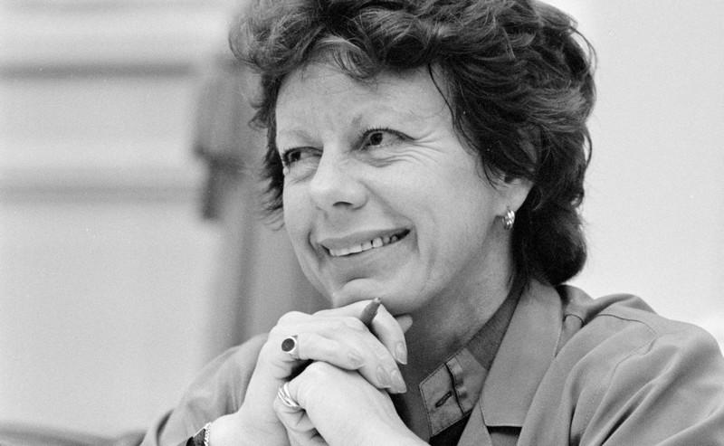 Neelie Kroes: onverstoorbaar tussen de mannen