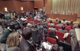 Persconferentie waarin de opening van de Muur werd verkondigd - cc