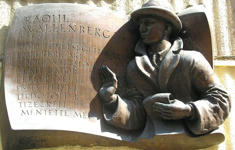 Plaquette ter nagedachtenis aan Raoul Wallenberg, redder van 20.000 tot 100.000 Hongaarse Joden - cc