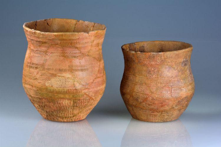 Klokbekers, 2500-2100 v.Chr., aardewerk, collectie Drents Museum