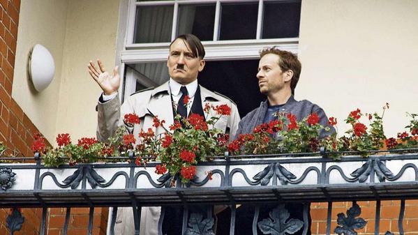 Adolf Hitler-imitator actief in Berlijn (Twitter)