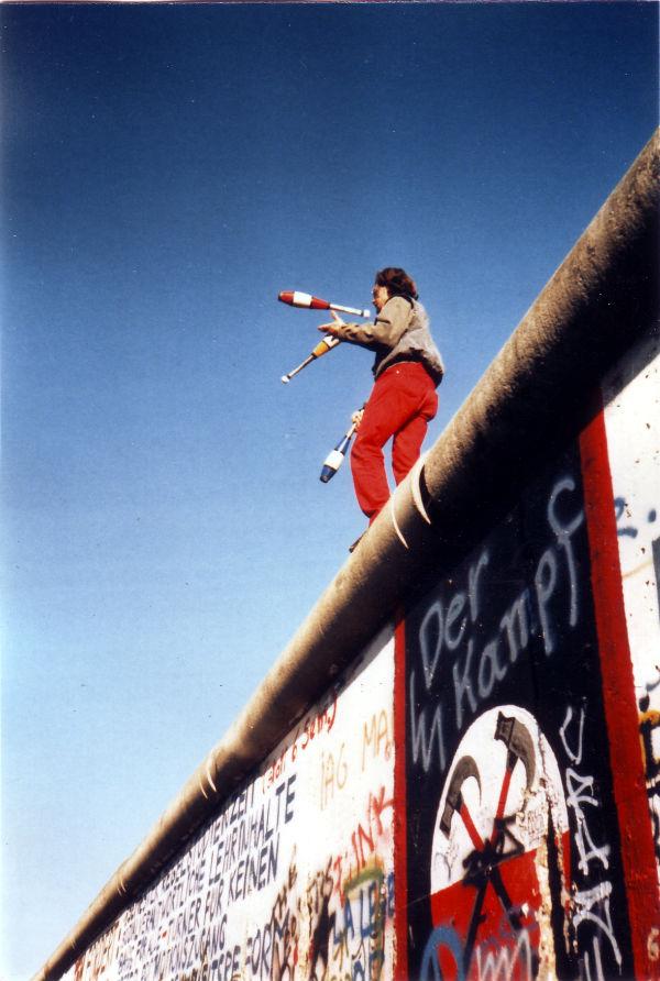 Jongleren op de Berlijnse Muur (1989) - cc